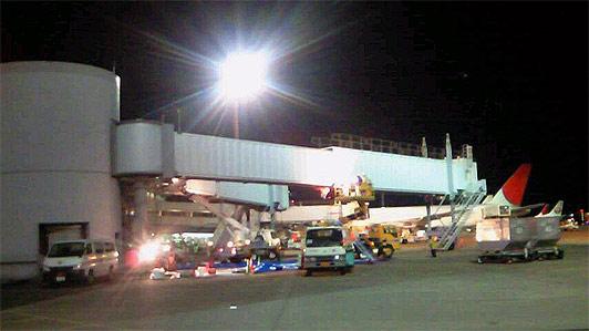 飛行場の搭乗橋